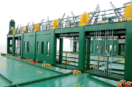 lashing-bridge-at-containership